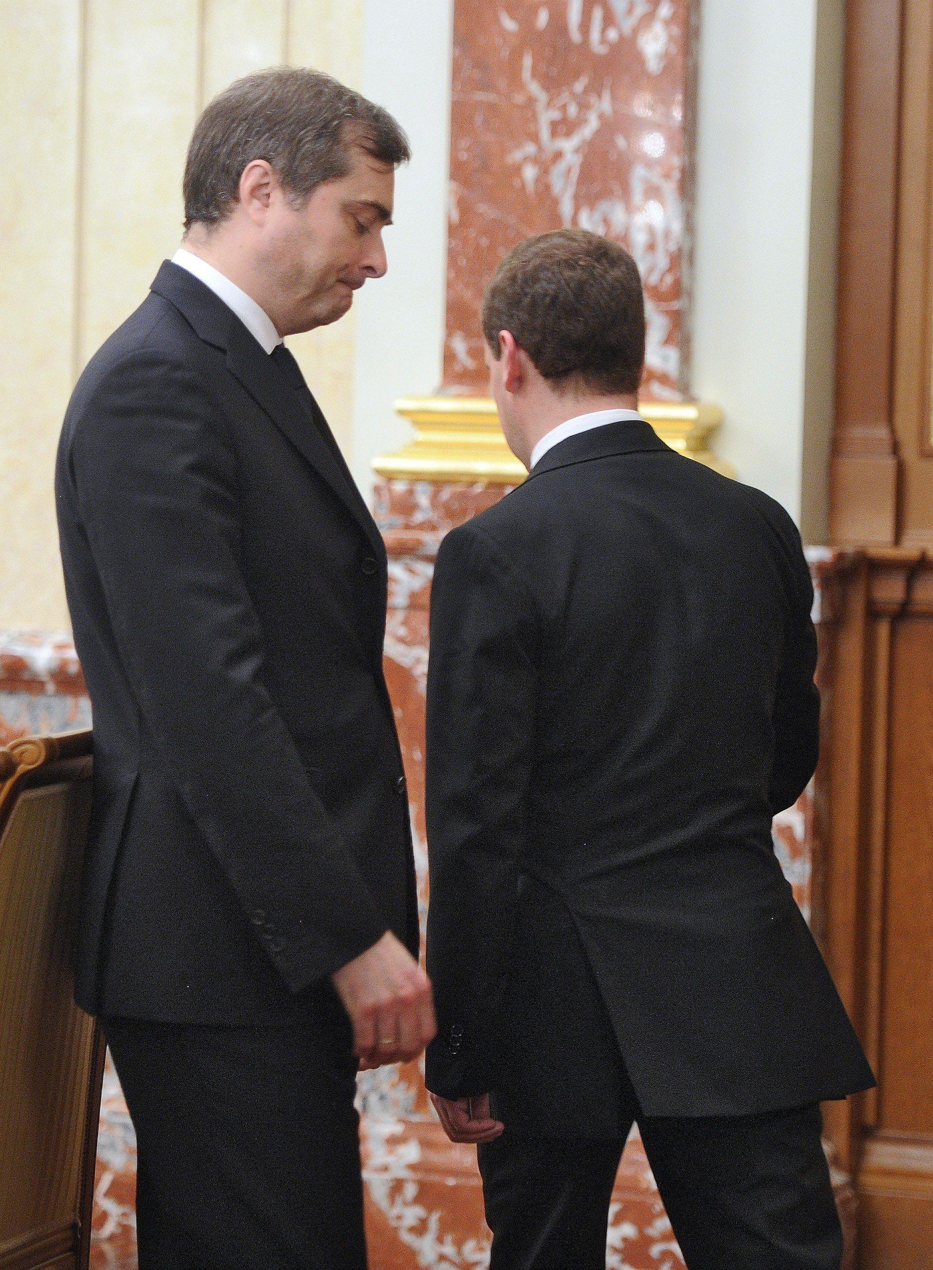 Владислав Сурков играл в правительстве  Дмитрия Медведева настолько важную роль, что вопрос об отставке им пришлось обсуждать дважды