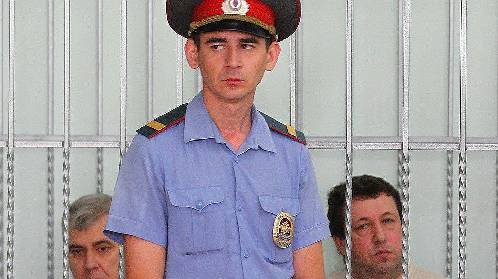 Только перечисление нормативных документов, которые, по мнению обвинения, нарушили бывшие крымские чиновники (на фото слева — Василий Крутько, справа — Виктор Жданов), заняло в суде немало времени