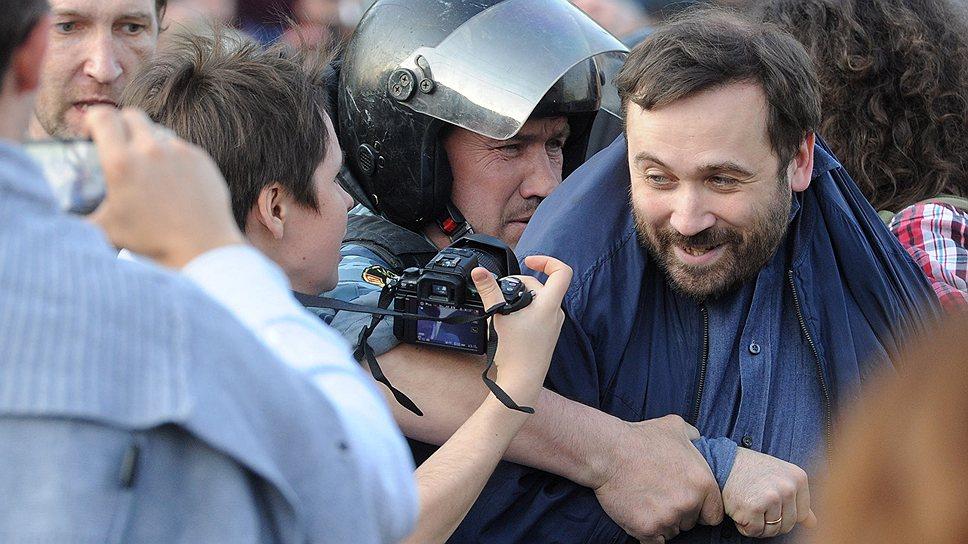 Илья Пономарев, по версии следствия, был одним из организаторов стычек демонстрантов с полицейскими