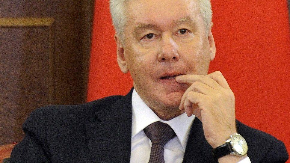 Мэр Москвы Сергей Собянин решил раскошелиться на премии муниципальным депутатам, но не всем это понравилось