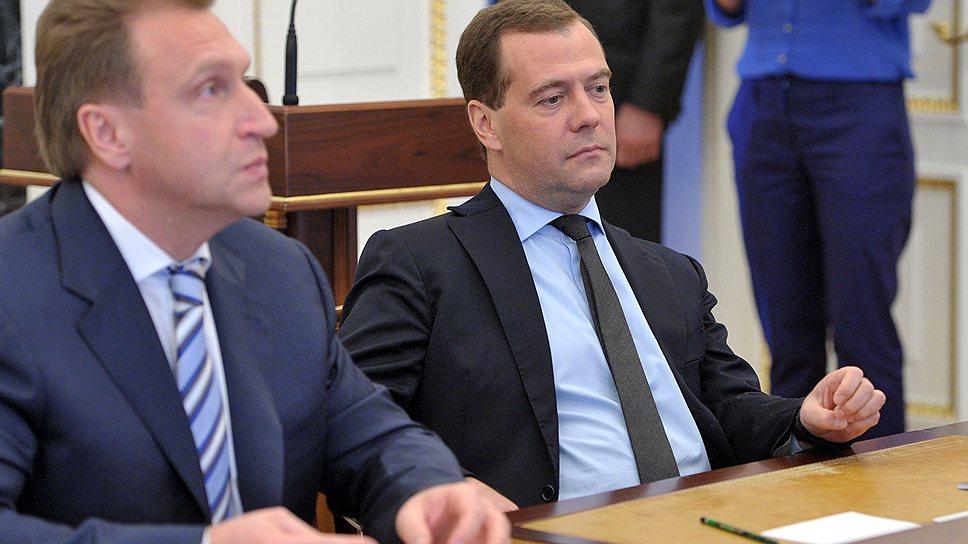 Премьер-министру Дмитрию Медведеву и первому вице-премьеру Игорю Шувалову предлагают потратить сэкономленное на борьбе с инфляцией