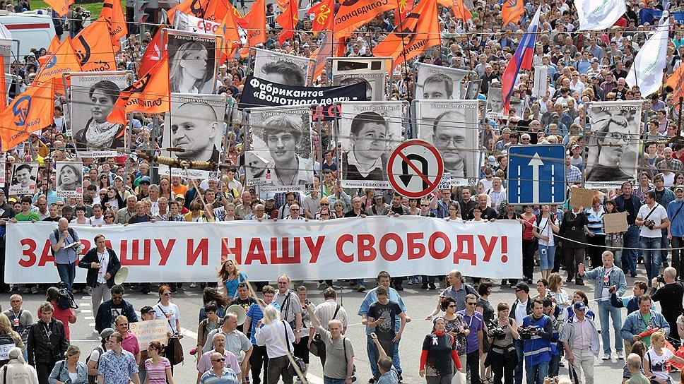 """Участники """"Марша против палачей"""" не только выступали за свободу политзаключенных, но и агитировали за оппозиционных кандидатов на предстоящих выборах мэра Москвы"""