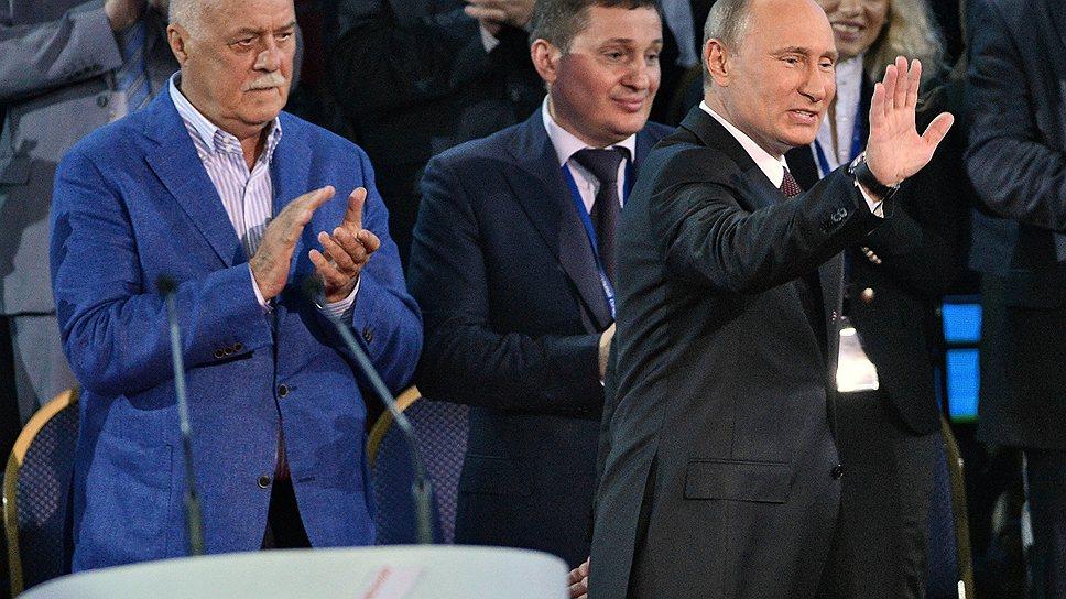 """Владимир Путин был единогласно избран лидером """"Народного фронта"""" с не ограниченными ничем, кроме  законодательства, полномочиями"""