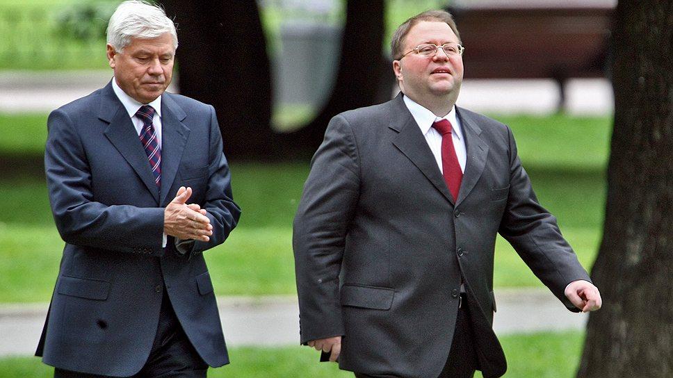 Вячеславу Лебедеву (слева) и Антону Иванову теперь предстоит предметно обсудить, как будут сливаться подведомственные им Верховный и Высший арбитражный суды