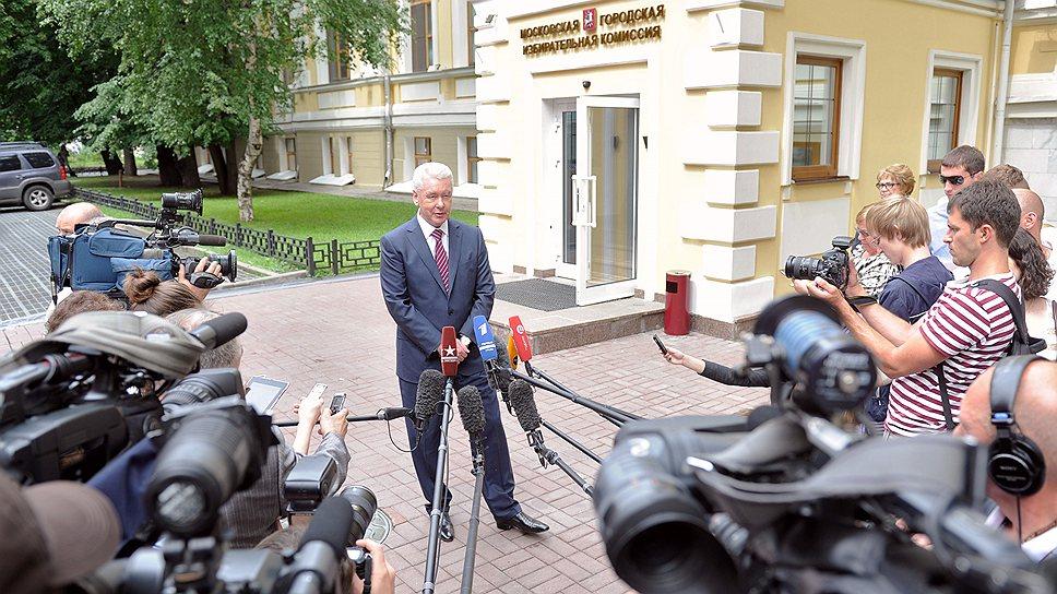 Сергей Собянин преодолел муниципальный фильтр и может сосредоточиться на сборе подписей москвичей