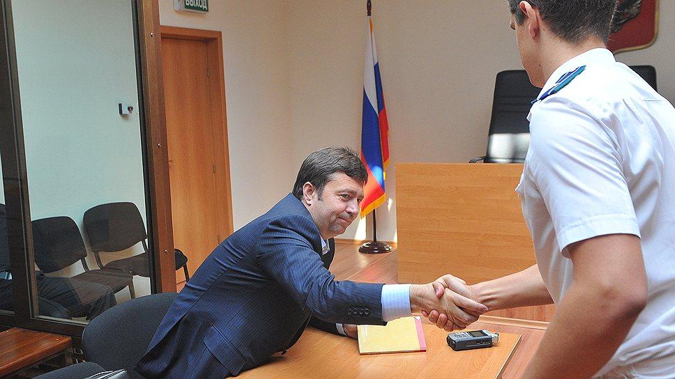 Адвокат Дмитрий Харитонов (слева) считает, что его подзащитный Леонид Невзлин не мог принять тех решений, за которые был вчера осужден