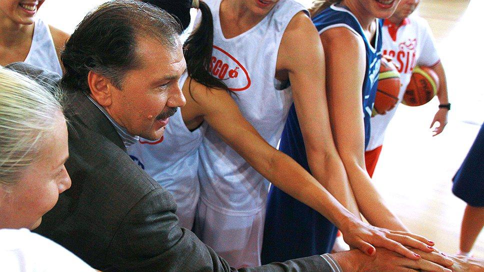 Экс-президенту РФБ Александру Красненкову так и не удалось установить контакт с баскетбольной общественностью