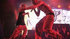 Die Antwoord исполняют отчаянный южноафриканский рэп, сделанный не бог весть какими изысканными средствами