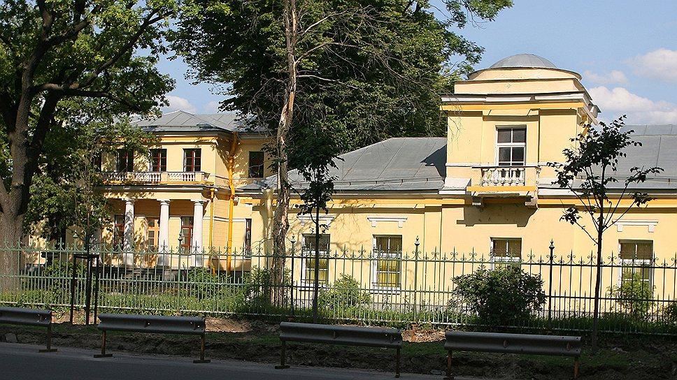Дом в центре Санкт-Петербурга военные продали на 75 млн руб. дешевле его стоимости, зато — своим