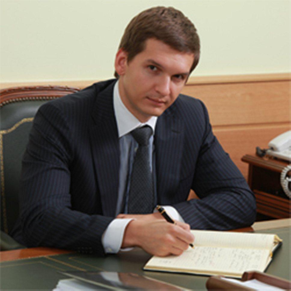 Лицо самого закрытого чиновника Ивана Муравьева можно увидеть лишь на фото с сайта Рособрнадзора