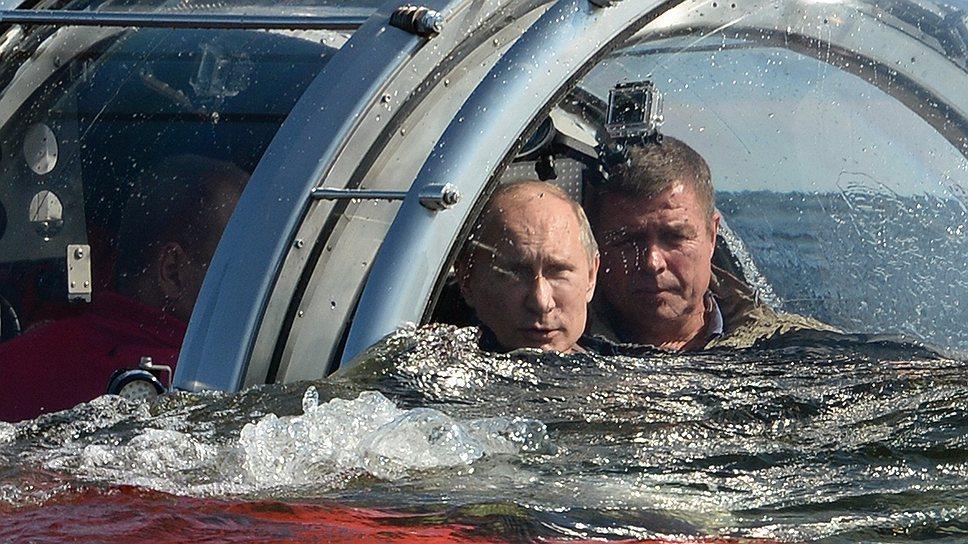 Батискаф с президентом России Владимиром Путиным поглотила пучина и через полчаса отдала его обратно