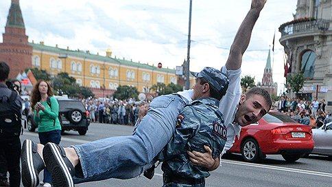 За Алексея Навального постояли как смогли // Приговор оппозиционеру отметили акциями протеста
