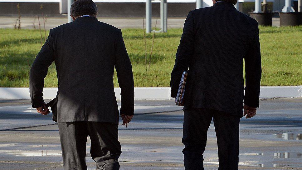 """Глава """"Роснефти"""" Игорь Сечин (на фото справа) вывел своего первого заместителя Эдуарда Худайнатова в нефтяной бизнес"""