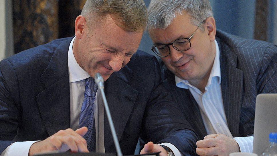 Ректор ВШЭ Ярослав Кузьминов (справа) предложил главе Минобрнауки Дмитрию Ливанову начать модернизацию ЕГЭ с возвращения к старому доброму сочинению по литературе