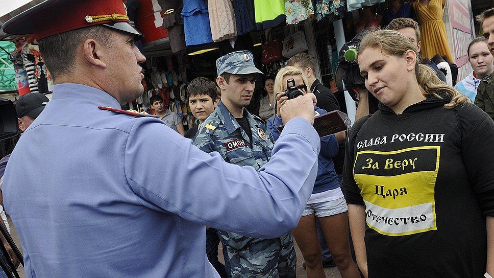 """Во время """"русской зачистки"""" полицейские и националисты перешли на личности"""