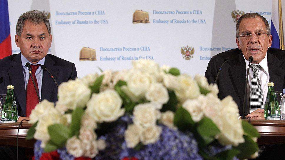 В отсутствие своих американских коллег Сергей Шойгу и Сергей  Лавров заверили журналистов, что никакого кризиса в отношениях между РФ и США нет
