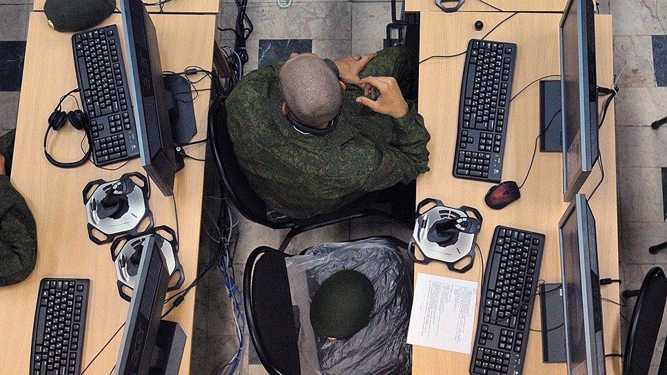 Следить за потенциальными киберугрозами ФСБ предлагает путем создания сети связи для нужд обороны, а также обеспечения безопасности и правопорядка