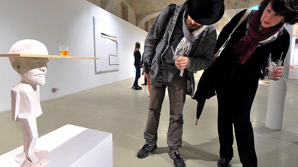 Скульптуры Эрвина Вурма балансируют на грани авангарда и китча