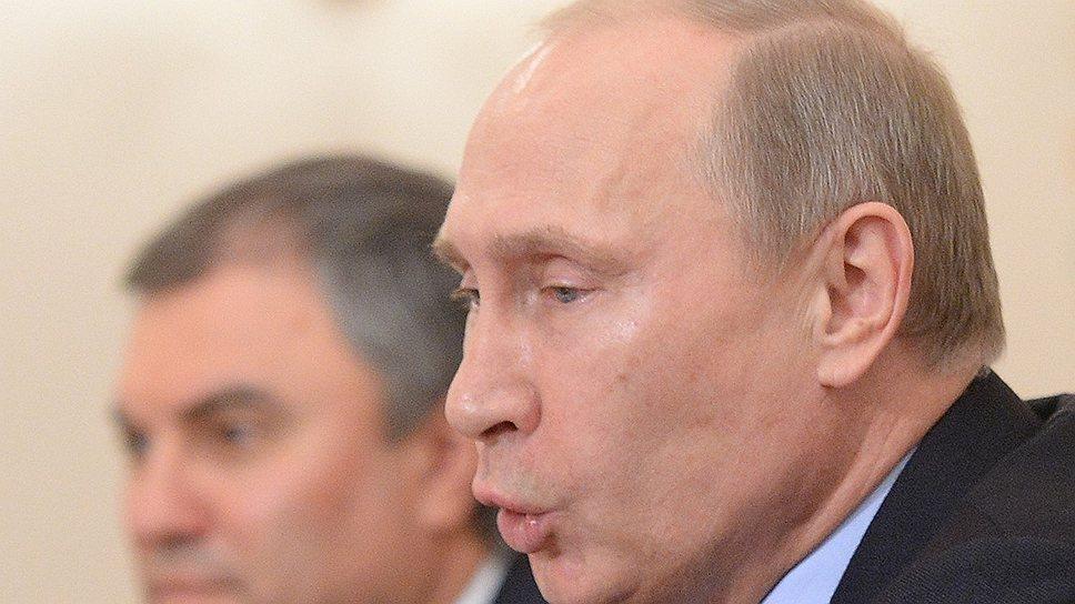 """Владимир Путин призвал губернаторов почувствовать на плечах ответственность, а не радостно по ним """"похлопывать"""""""