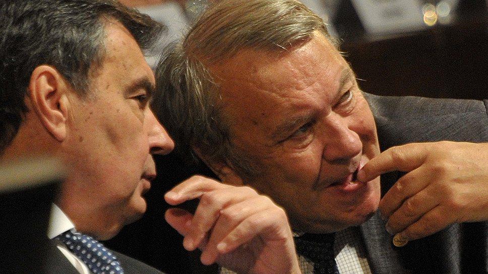 Депутаты Госдумы пообещали Владимиру Фортову (справа), что уже сегодня начнут обсуждать по существу поправки к реформе РАН