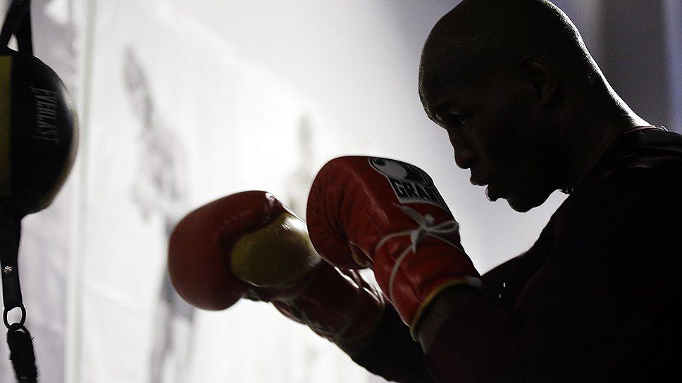 48-летний полутяжеловес Бернард Хопкинс (на фото) готов сбросить лишние килограммы, чтобы встретиться на ринге с Флойдом Мейуэзером