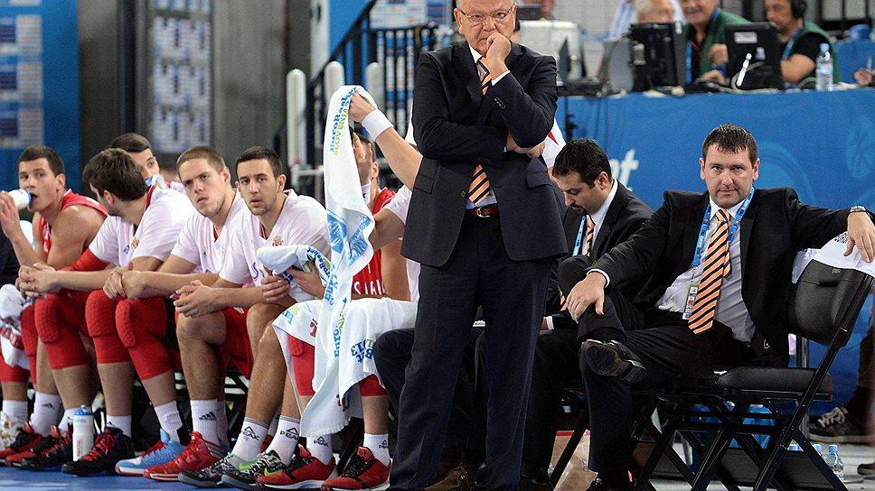 В команде главного тренера сборной Сербии Душана Ивковича (стоит) сразу девять игроков, для которых нынешний Евробаскет — первый крупный турнир в карьере, а семь из них моложе 22 лет