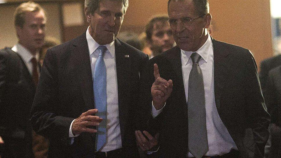 Госсекретарю США Джону Керри (слева) и главе МИД РФ Сергею Лаврову оказалось недостаточно трех дней женевских переговоров по Сирии. Эту тему они продолжили обсуждать и в Нью-Йорке