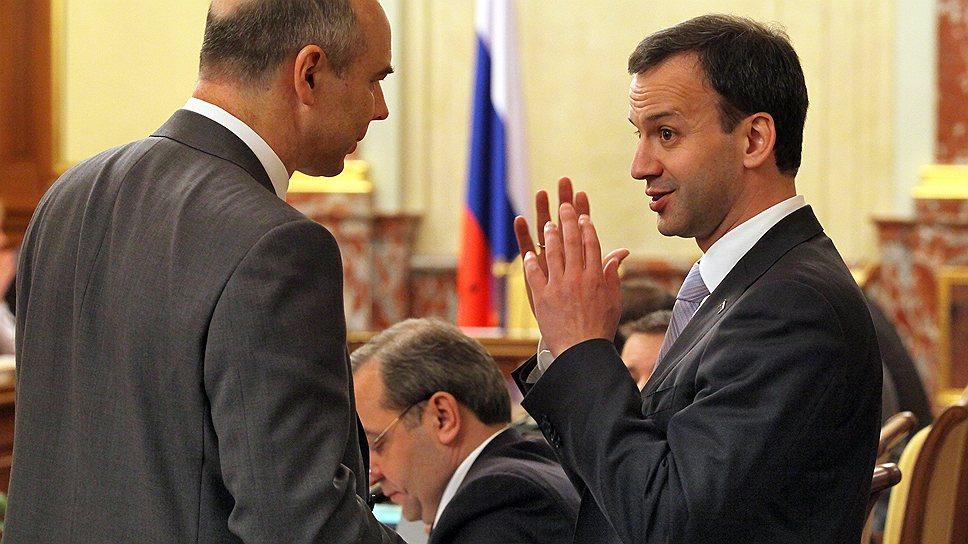 Зампред правительства РФ Аркадий Дворкович (справа) готов обсуждать снижение основной ставки НДС, министр финансов Антон Силуанов (слева) — только льготной
