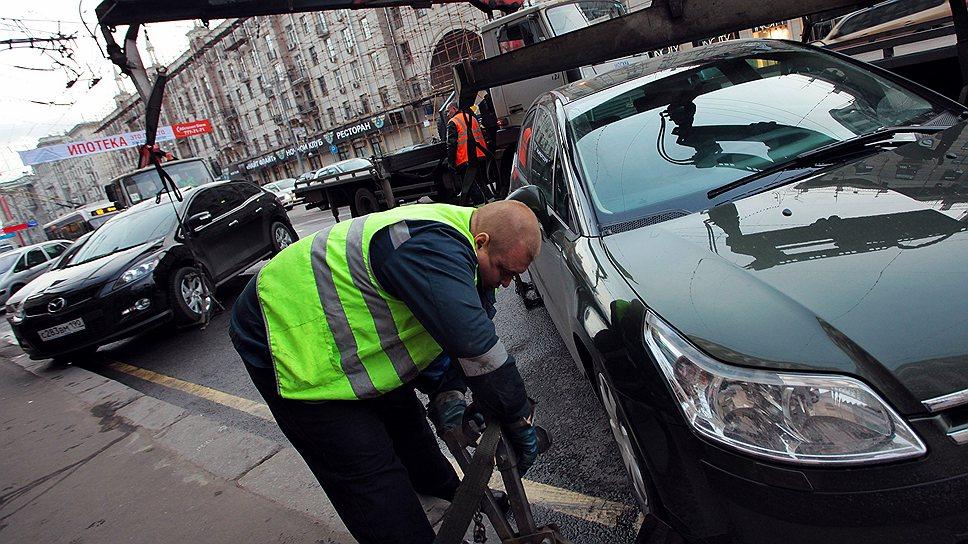 Депутаты хотят запретить перемещать машины, которые не мешают проезду транспорта