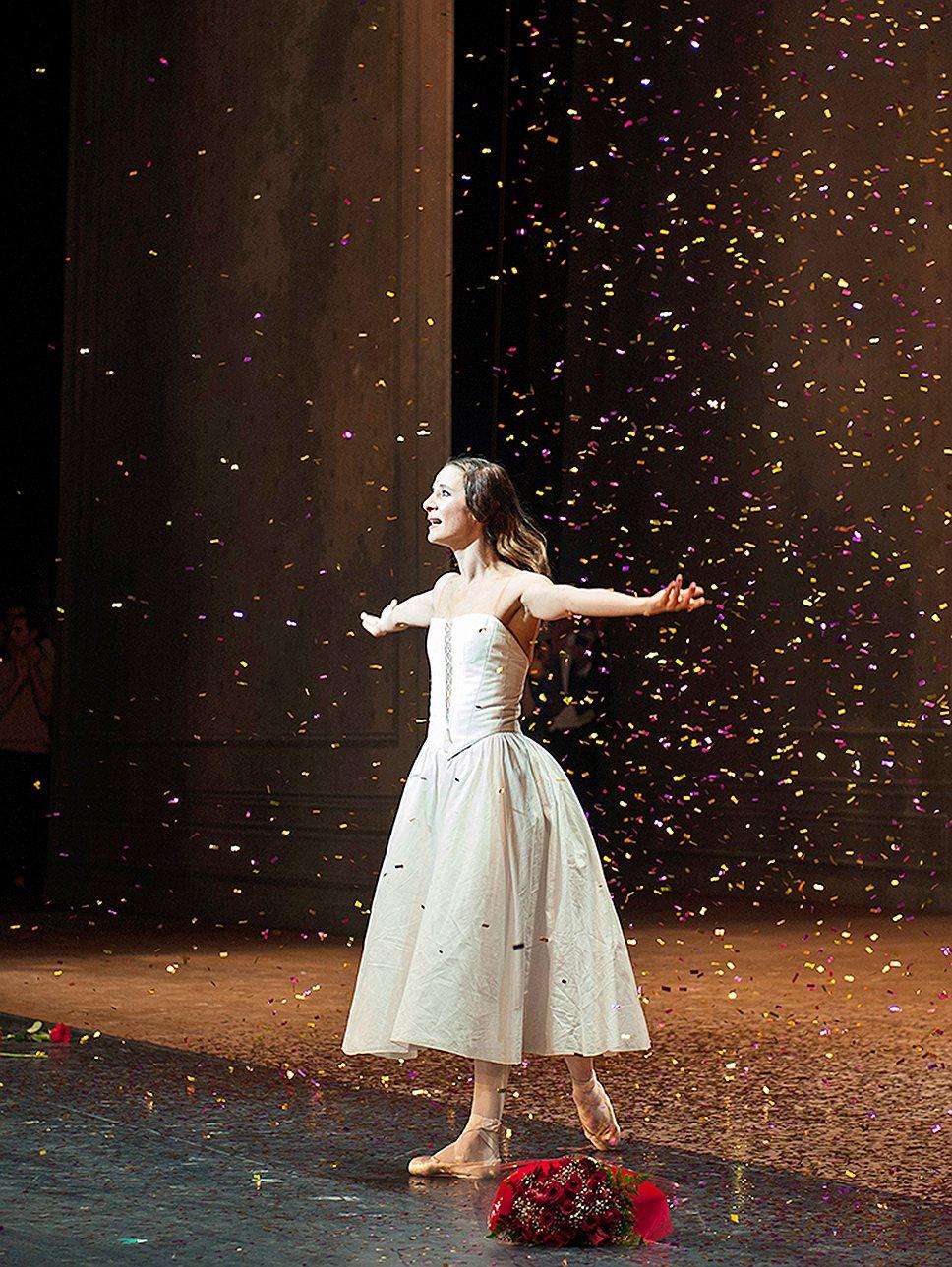 Прощальный спектакль Аньес Летестю завершился дождем из золотой мишуры и двадцатиминутной стоячей овацией зала