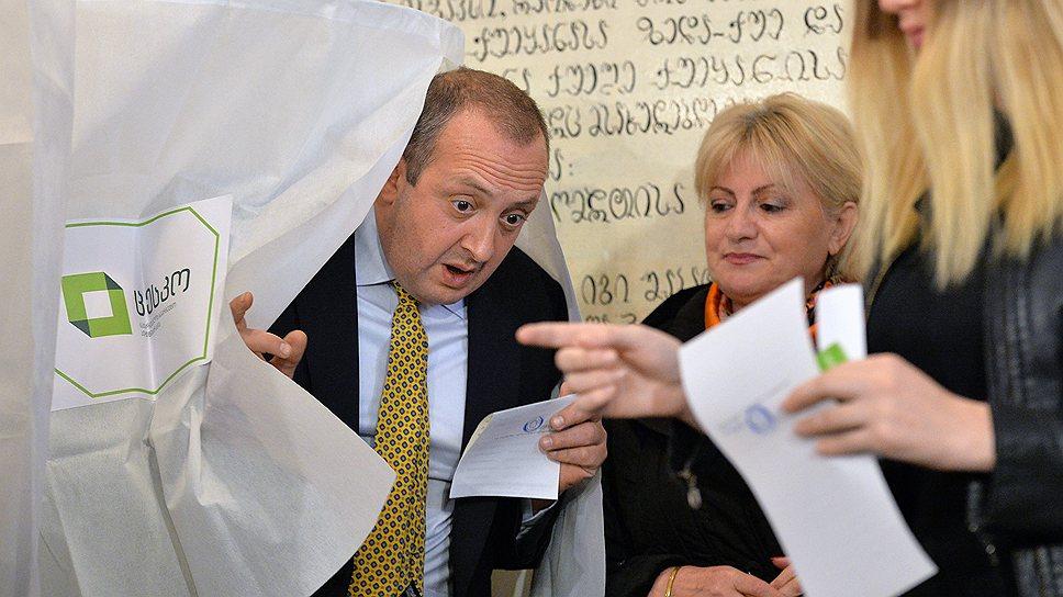 В Грузии вчера произошла передача власти: от Михаила Саакашвили — Георгию Маргвелашвили (на фото)