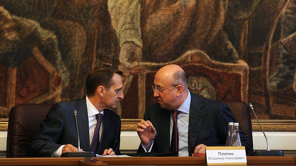 Глава думского комитета по конституционному законодательству Владимир Плигин (справа) считает, что депутаты не должны единолично править Основной закон