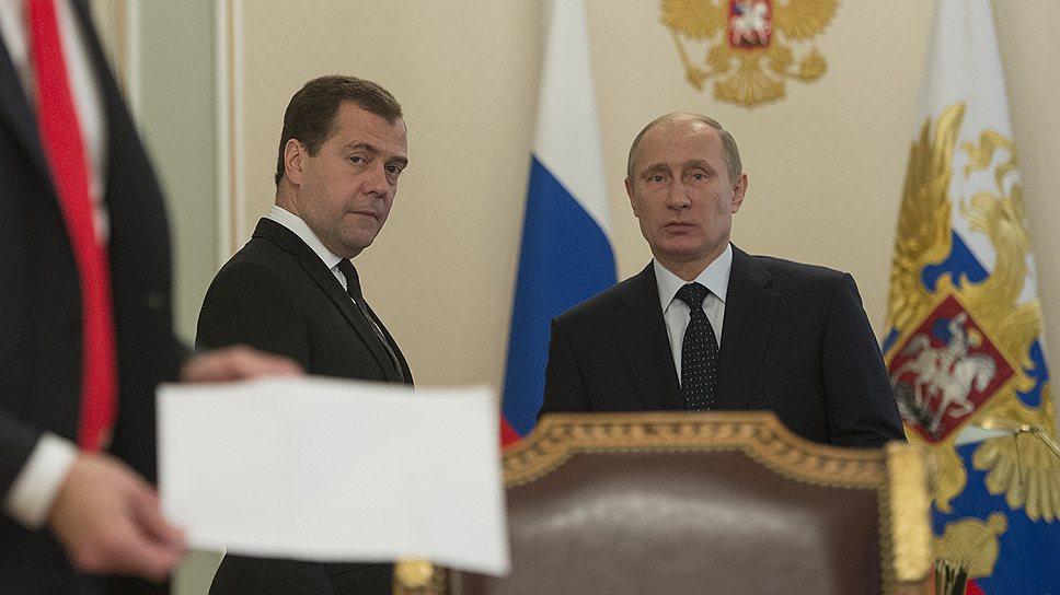 Президент России Владимир Путин и премьер-министр Дмитрий Медведев, похоже, решили все проблемы этого совещания еще до того, как появились другие его участники