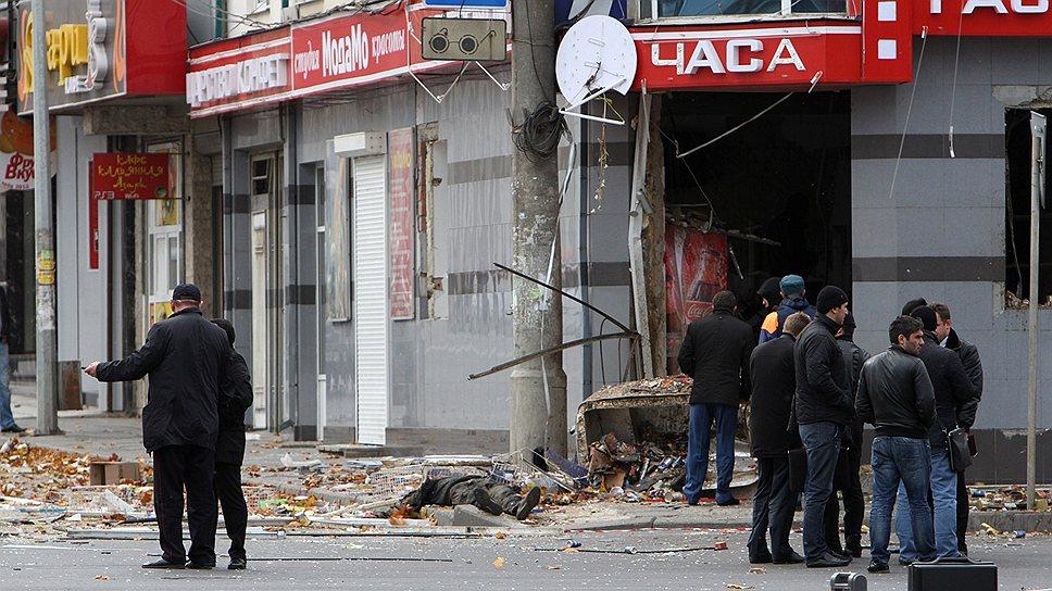 Боевики расстреляли охранника, а потом взорвали магазин