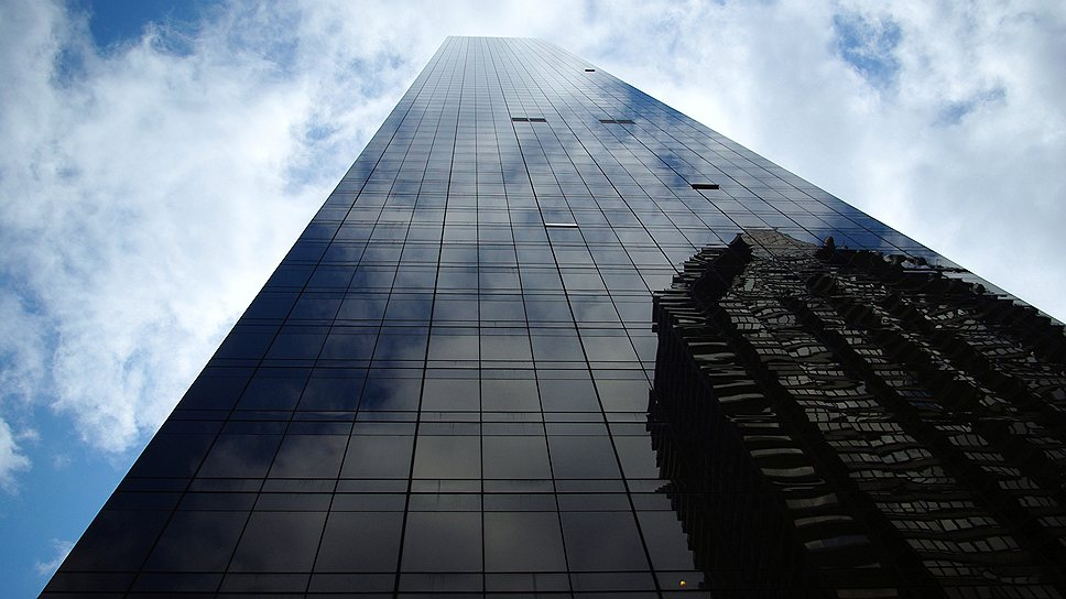 72-этажный жилой небоскреб Trump world tower (262 м) на Манхэттене в Нью-Йорке строился всего два года и был введен в эксплуатацию в 2001 году