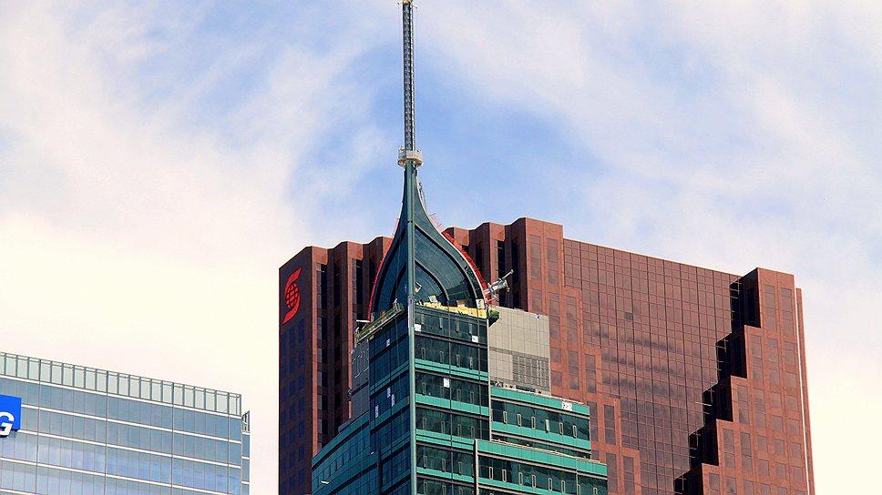 Дональд Трамп инвестирует в недвижимость по всему миру: ему принадлежит часть названного в его честь 65-этажного небоскреба Trump International Hotel and Tower (высота со шпилем – 277 м) в Торонто (Канада)
