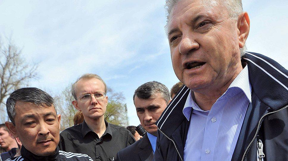 Следственные органы утверждают, что схватили мэра Астрахани Михаила Столярова за руку