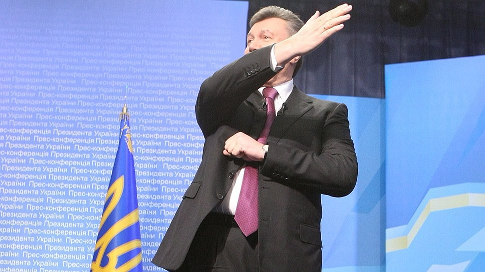 Президент Украины Виктор Янукович решил скорректировать вектор движения страны