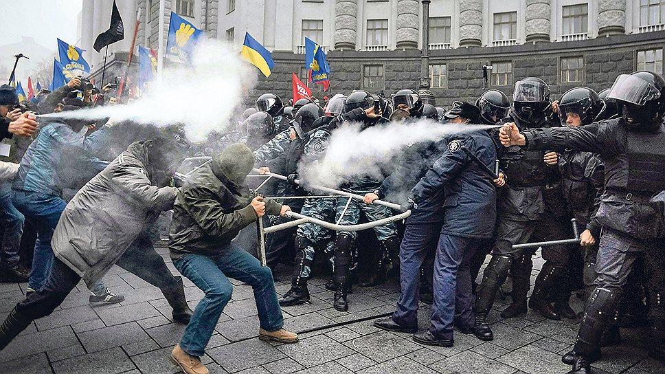 Битва за евроинтеграцию на улицах Киева все больше напоминает революцию