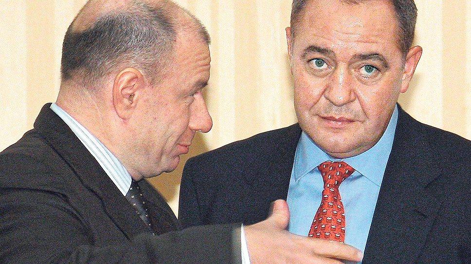 """Президент """"Интерроса"""" Владимир Потанин (слева) настолько эффективно инвестировал в медиа, что его активы достались """"Газпром-медиа"""" Михаила Лесина"""