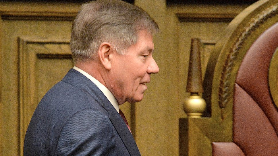 Председатель Верховного суда РФ Вячеслав Лебедев пообещал сделать минимальный залог доступным для обвиняемых
