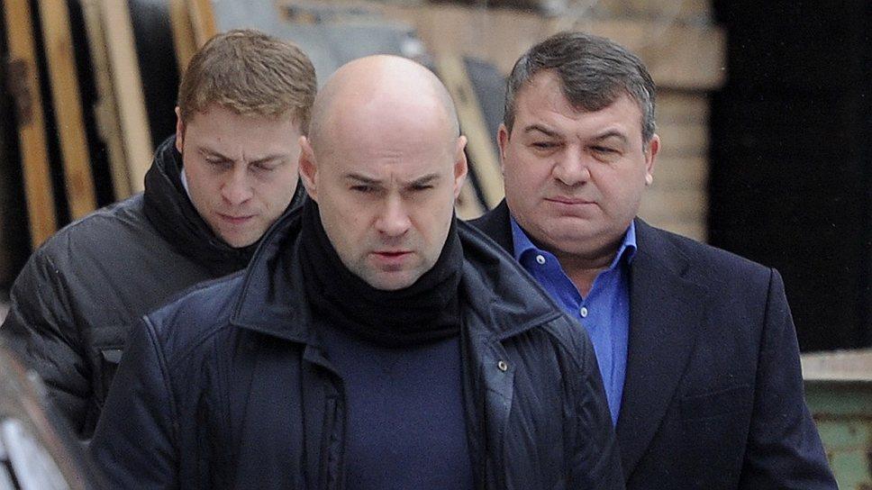 Показания Анатолия Сердюкова свелись к Конституции