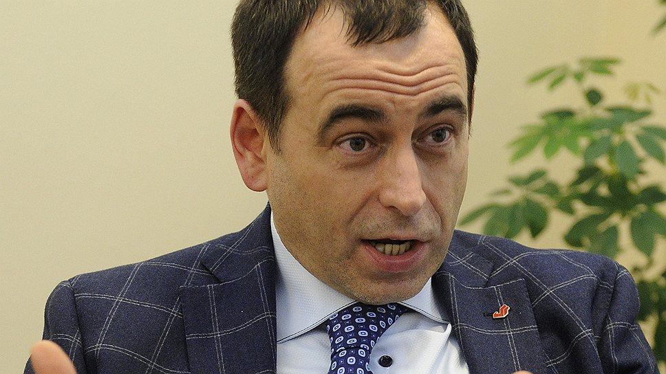 Я с владельцами A.v.e познакомился здесь, в офисе Московского кредитного банка, в день сделки. Просто услышал, что они здесь, и зашел познакомиться