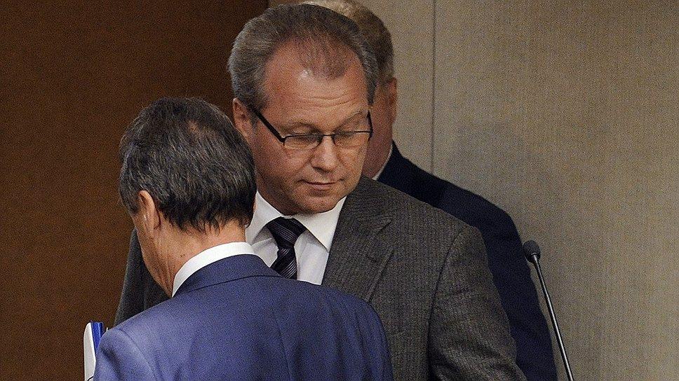 Полномочный представитель президента РФ в Госдуме Гарри Минх объяснил депутатам, почему они должны вернуть прежний порядок возбуждения уголовных дел по налогам