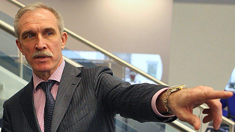 Сергей Морозов обещает  отличившимся единороссам преференции при устройстве на работу в органы власти, а секретарей первичек вводит в общественные советы региона