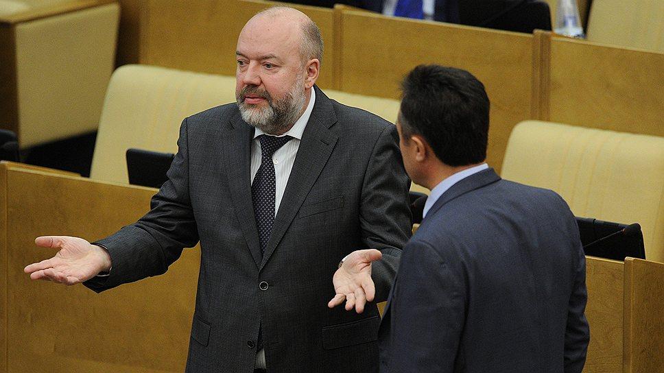 Комитет Павла Крашенинникова  (слева) перенес на утро согласование окончательного текста президентской амнистии