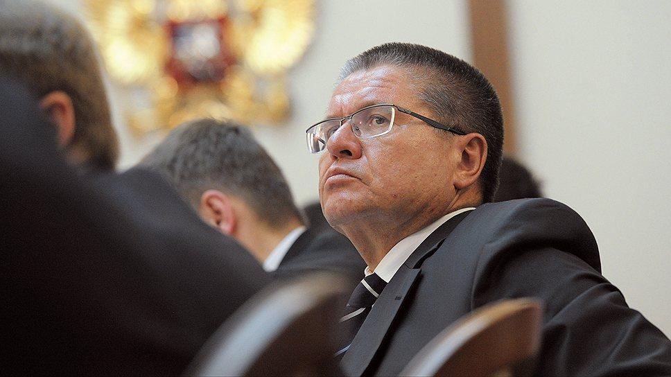 Глава Минэкономики Алексей Улюкаев сумел сохранить в госзакупках конкурсы только в электронной форме