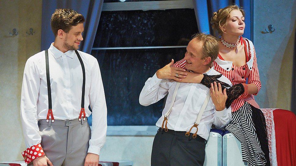 """Все действие """"Крейцеровой сонаты"""" в постановке Алексея Крикливого происходит в вагоне-ресторане, воспроизведенном на сцене в разрезе"""