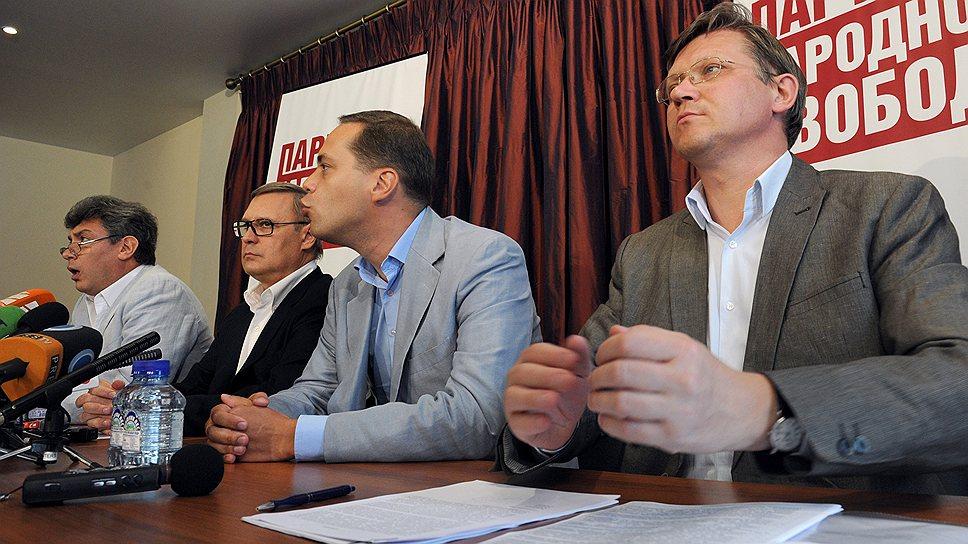 Вслед за Владимиром Миловым (второй справа) Владимир Рыжков (справа) может покинуть РПР—ПАРНАС ради строительства отдельного политического проекта