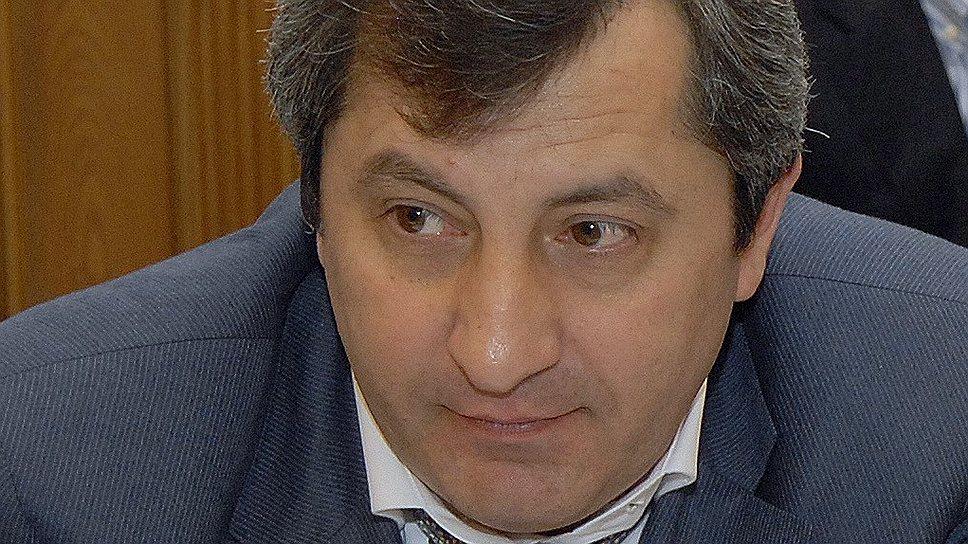 Нового вице-премьера взяли за старое / Сотрудники ФСБ подозревают дагестанского чиновника в крупном мошенничестве